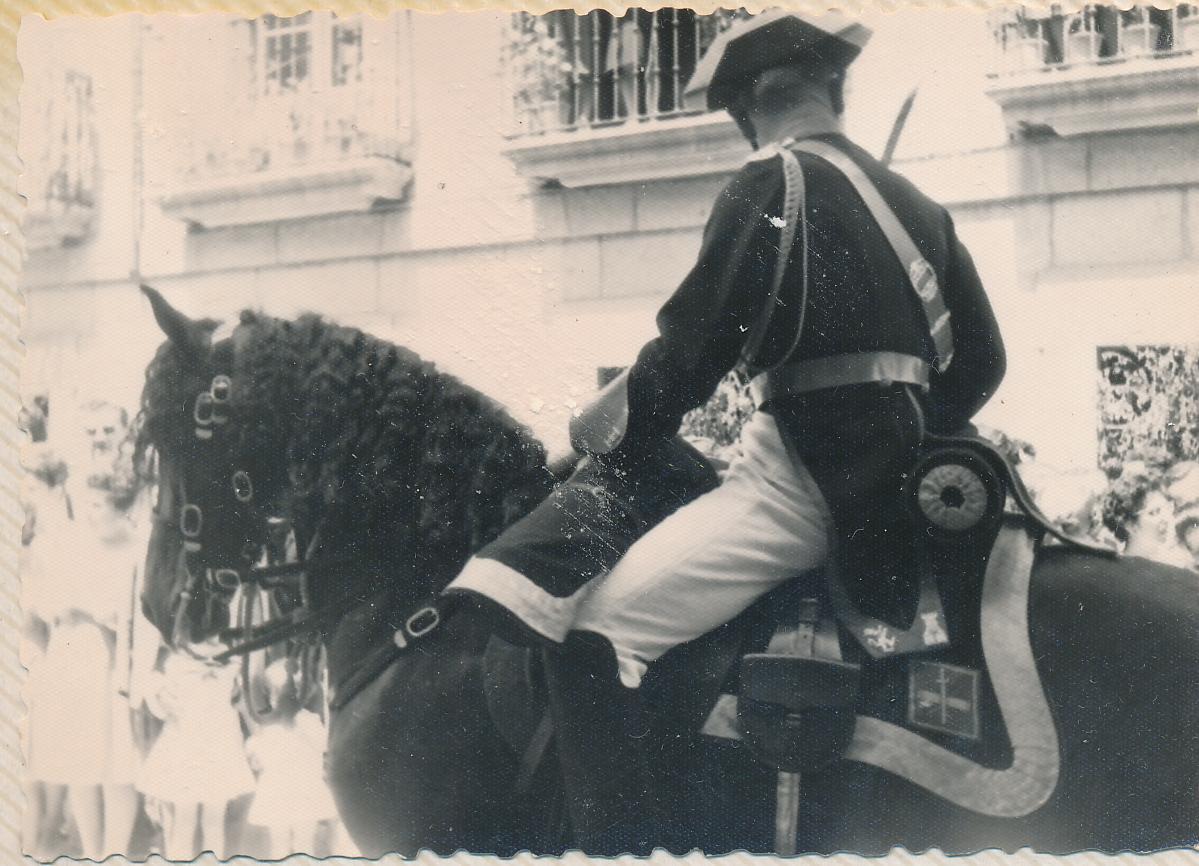 Piquete de la Guardia Civil en la Procesión del Corpus Christi en Toledo en 1962. Fotografía de Julián C.T.