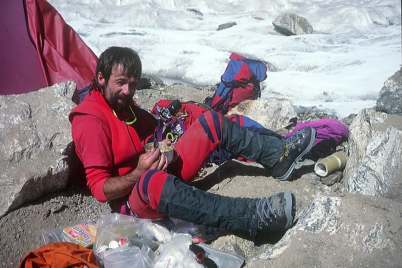 Back in base camp after 2 days of epoc descent, looking a bit crusty round the edges