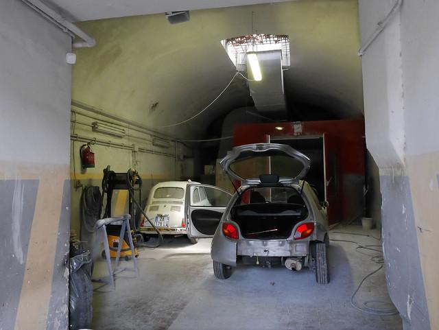 Hidden in the cave. (Fiat 500s in Rome (4))
