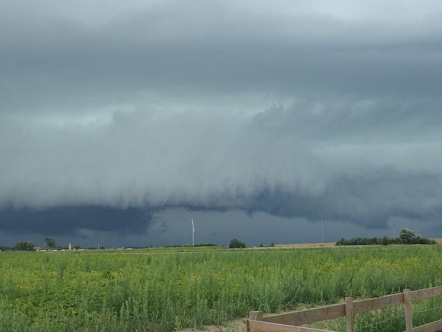Shelf cloud on his way!