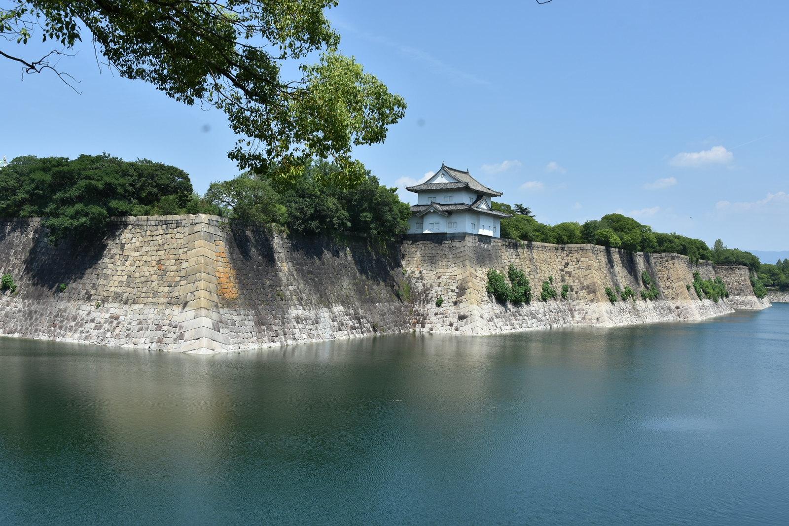Osaka - les douves et la muraille autour du chateau