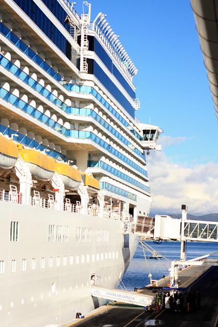 Notre bateau :    294m de long, 32 de large ,17 ponts ,construit en 2010