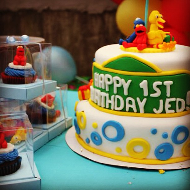 Here Is Sesame Street Bday Design Your Babys 1st Birthday Cake With Bredz Factory