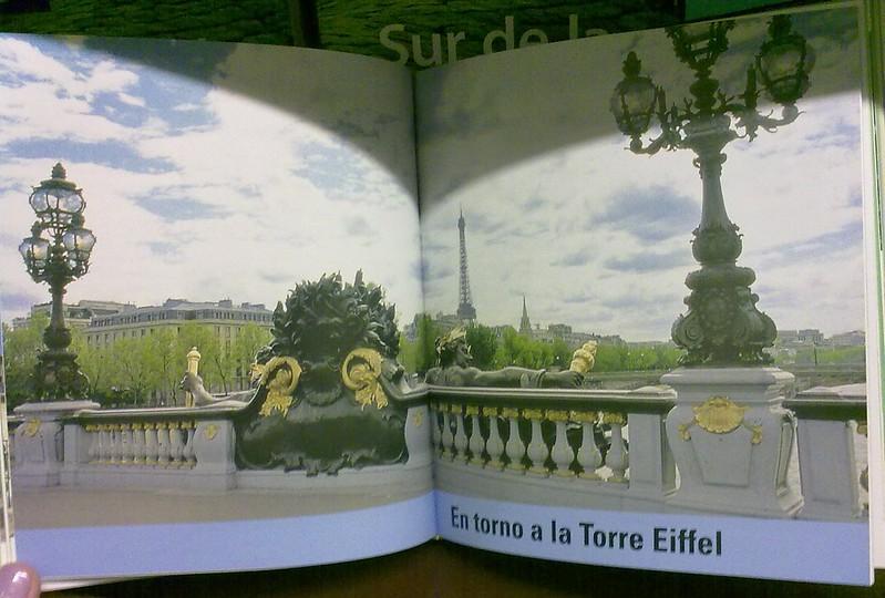 Achei Achei Achei a Torre Eiffel em Buenos Aires !!!! hauhauhaua :D