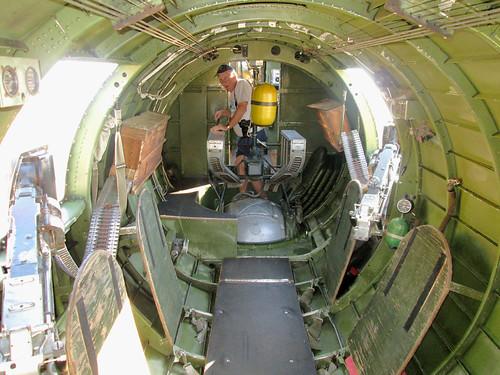 venice airport gun florida wwii b17 worldwarii sarasota boeing bomber flyingfortress b17g nineonine 2013 nine0nine