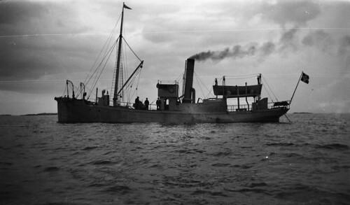 "The ship ""Kya"" at Grip, 1922. | by Fylkesarkivet i Sogn og Fjordane"
