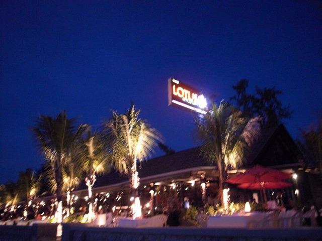 <p>a)海辺のレストランロータス・バンタオビーチ</p>