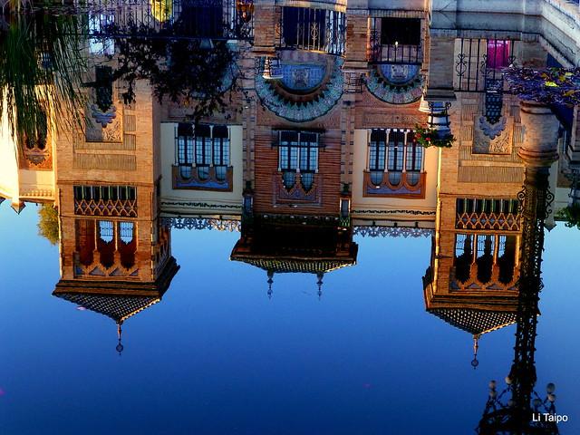 Sevilla. Reflejos en la Plaza de América 1