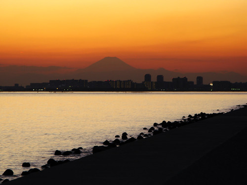 ocean city sunset shadow sea sky orange mountain silhouette japan skyscraper japanese peace fuji view dusk wave calm mountfuji silence mtfuji skylights