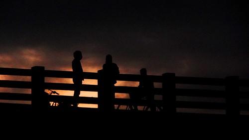 bridge sunset shadow people silhoutte