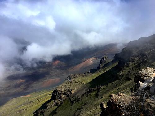 hawaii maui haleakala volcano crater iphone peterch51 caldera haleakalanationalpark haleakalacrater kalahakuoverlook cindercone haleakalā america usa