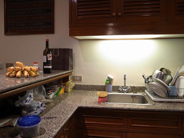 <p>キッチン、日本から持参したものもが見えますね。。。</p>