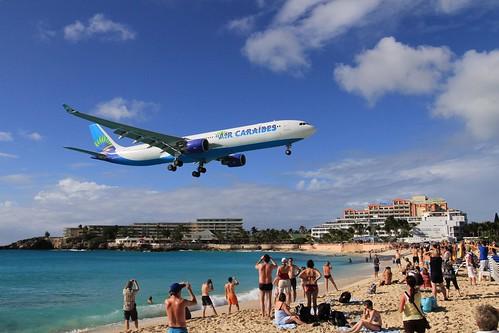 Landing over Maho Beach | by sleepyibis