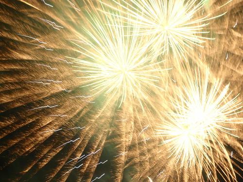 9pm fireworks 31 Dec 2012 Sydney 2   by Cole Vassiliou