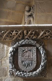 Úbeda (Jaén). Colegiata de Santa María. Claustro. Escudo