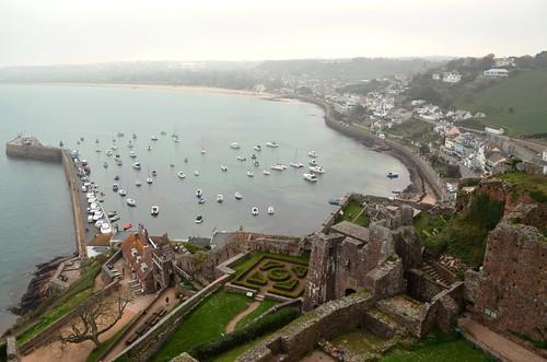 sea coast jersey castle harbour sky distance coastline lamer goreycastle gorey montorgueilcastle chateau castillo