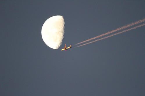 moon plane tamronsp150600mmf563divcusdaoll 7d flyby sunrise passingerplane