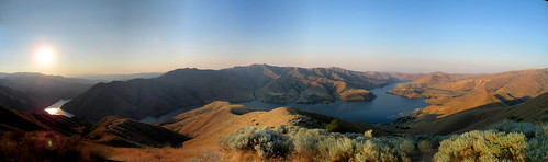 idaho hiking mountains landscape panorama water lake river reservoir sun sky blue luckypeaklake cervidaepeak sunrise morning boisemountains