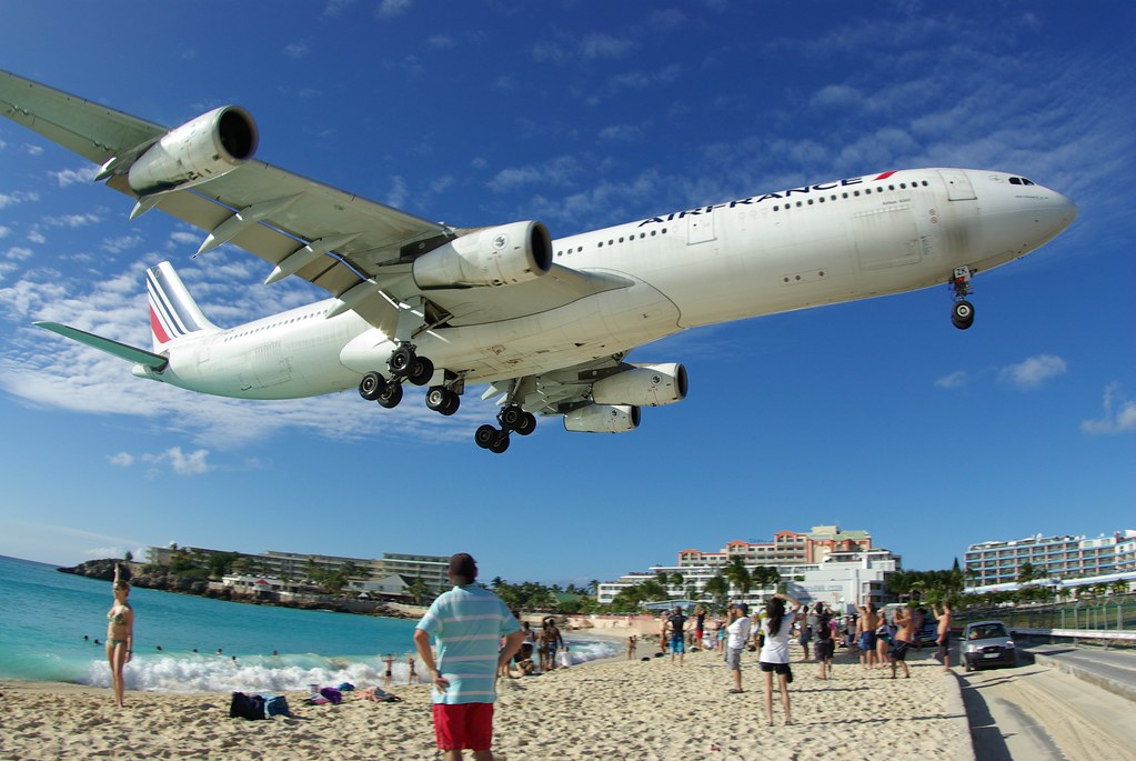 AirFrance A340 approaching Princess Juliana Airport
