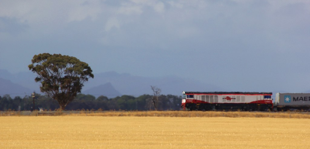 CSR002 heads the SCT 7922V service from Dooen to Melbourne by bukk05