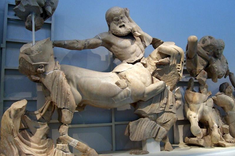 Frontón occidental del templo de Zeus. Apolo y batalla entre centauros y lapitas