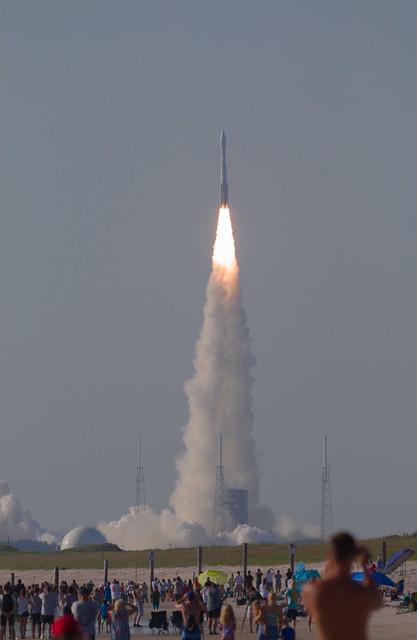 Atlas V lifting NROL-61