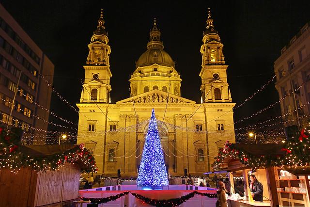Budapest - the Basilica - chrismas market 4