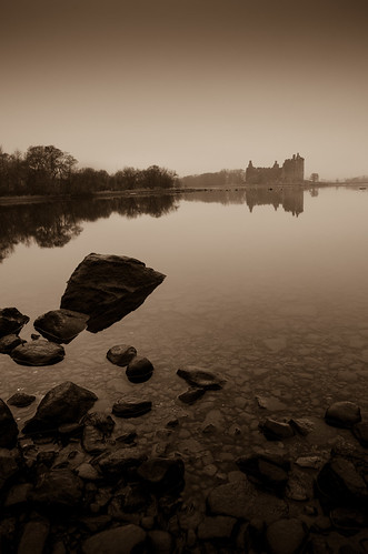 castle water stone scotland nikon britain stones argyll scottish calm explore boulders british loch lochawe kilchurn 1685 kilchurncastle explored 1685mm nikond7000 belhaven2011 johnlawsonbelhaven