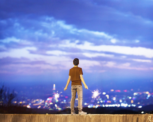new city light boy sunset sky cloud clouds standing canon happy lights stand bokeh mark year sparklers ii 5d taipei f2 135 sparkler 135mm 135mmf2l brandonhuang 5d2 5dii