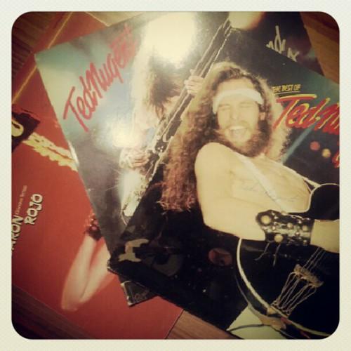 Esto pasa por dejarme escoger la música de este fin de año para recordar los 70 y 80. Yeeeeeeaaaaaaa el rock nunca muere!!!!! | by Pedro Baez Diaz @pedrobaezdiaz