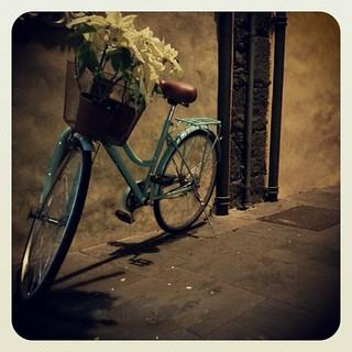 En las noches donde el corazón pide latir a tu ritmo la adrenalina viene en bicicleta | by Pedro Baez Diaz @pedrobaezdiaz