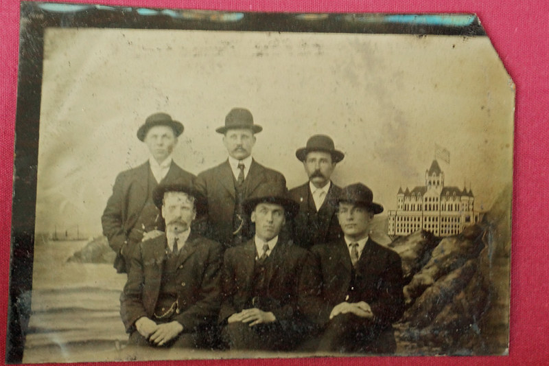 DSC01868 Tin Type Photo of 6 men with Hotel in Background