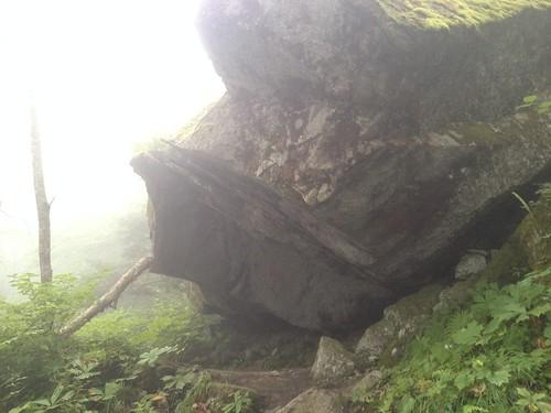 鳳凰山 ドンドコ沢 岩屋   by ichitakabridge