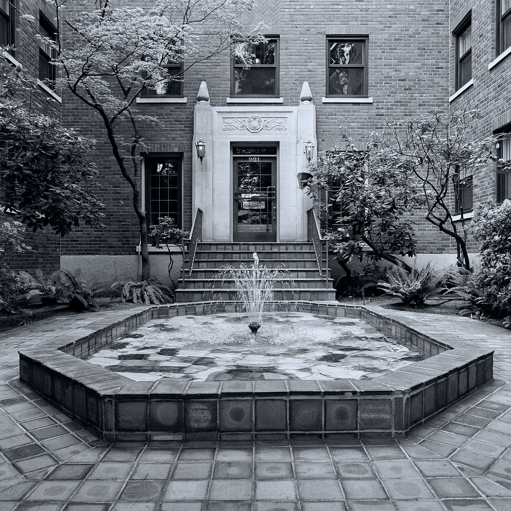Glen Eden | Courtyard of Glen Eden Apartments, Seattle ...