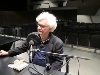 Franco Berardi (Bifo), escriptor, filòsof i teòric dels mitjans de comunicació, durant l'enregistrament d'una entrevista per Ràdio Web MACBA.