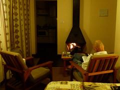 do, 06/12/2012 - 20:43 - 026. Een warme kacheltje 's avonds is zeer welkom, hier hoog in de bergen