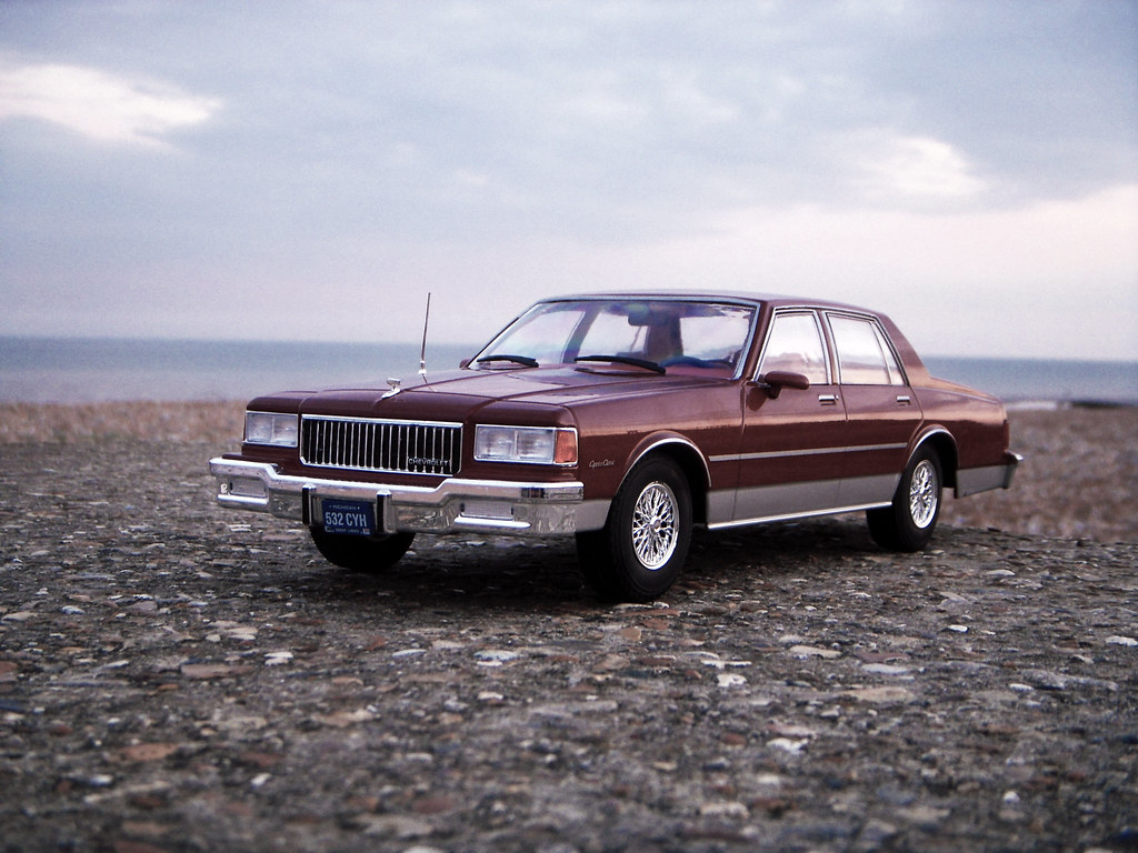 1987 Chevrolet Caprice Classic 1 18 Diecast By Model Car G