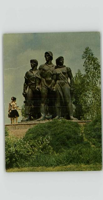 נגבה - האנדרטה בכניסה למשק