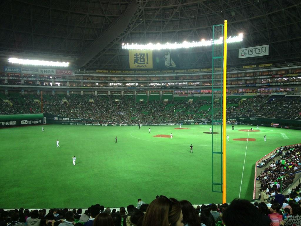 三塁側に座ってみた。ロッテファン意外といる。