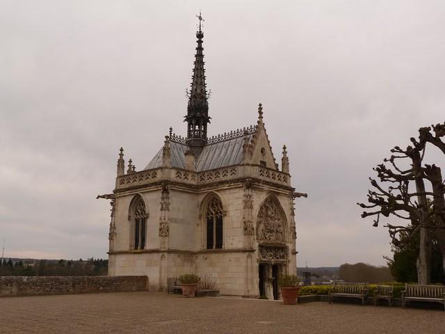 Capilla de Saint-Hubert en Amboise que alberga la tumba de Leonardo da Vinci (valle del Loira, Francia)