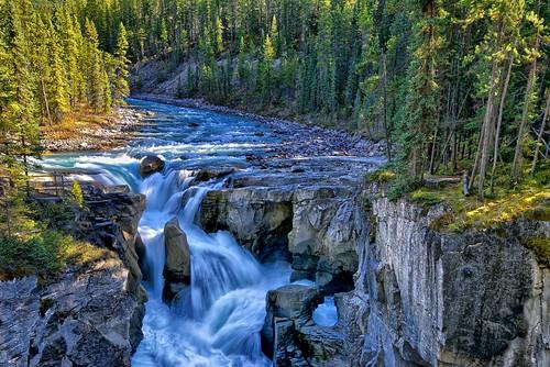 sunwaptafalls turbulentwaters icefieldsparkway jaspernationalpark sunwaptariver athabascaglacier autumn waterfalls assiniboine alberta canada explore