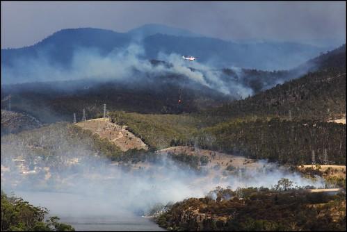 view derwentvalley smoke australia scene vista tasmania blaze bushfire derwentriver riverderwent waterbombing newnorfolk canoneos550d trainsintasmania stevebromley