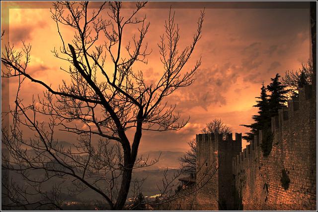 San Marino: tramonto sulle mura