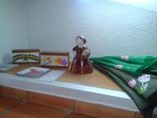 Caja de madera con tapa de trencadis personalizada. Posacafeteras de trencadis. Fallera de trencadis. Paraguas con motivos pintados a mano.