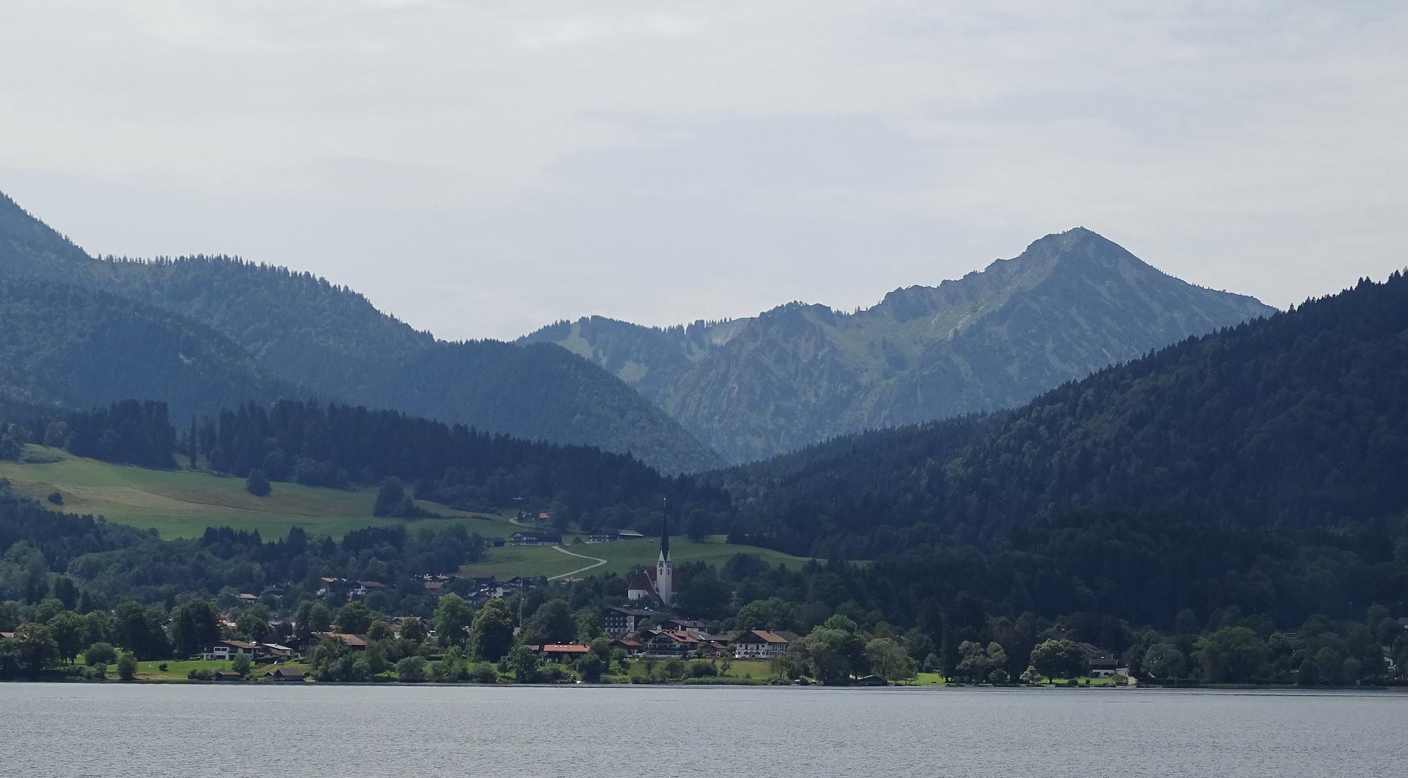 vista pueblo de Rottach-Egern y Lago Tegernsee Baviera Alemania