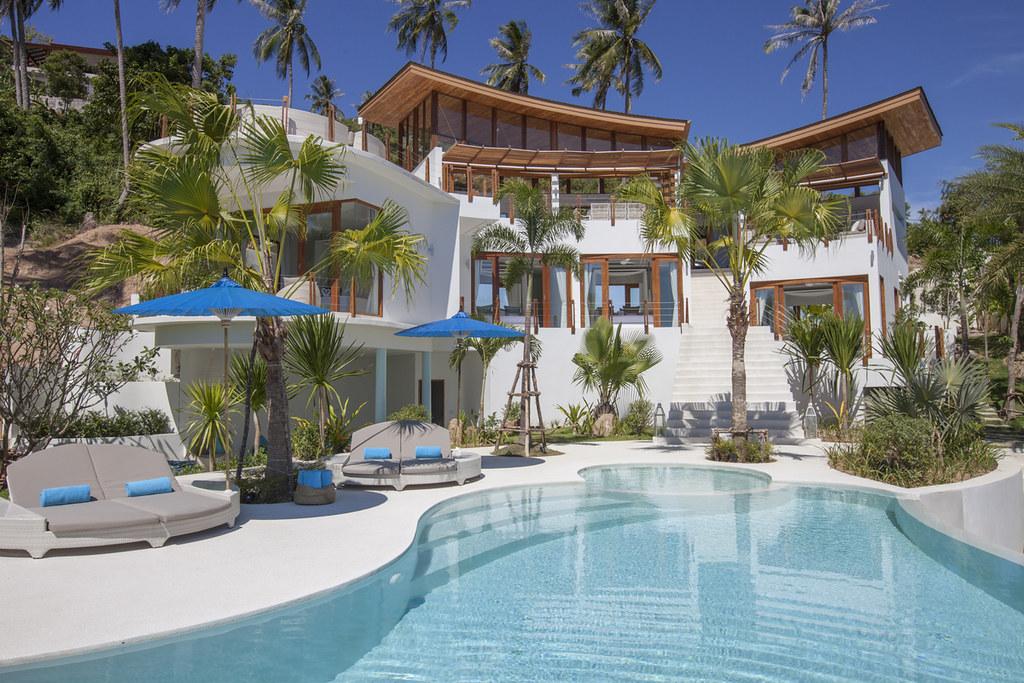 Contemporary Hillside Villa