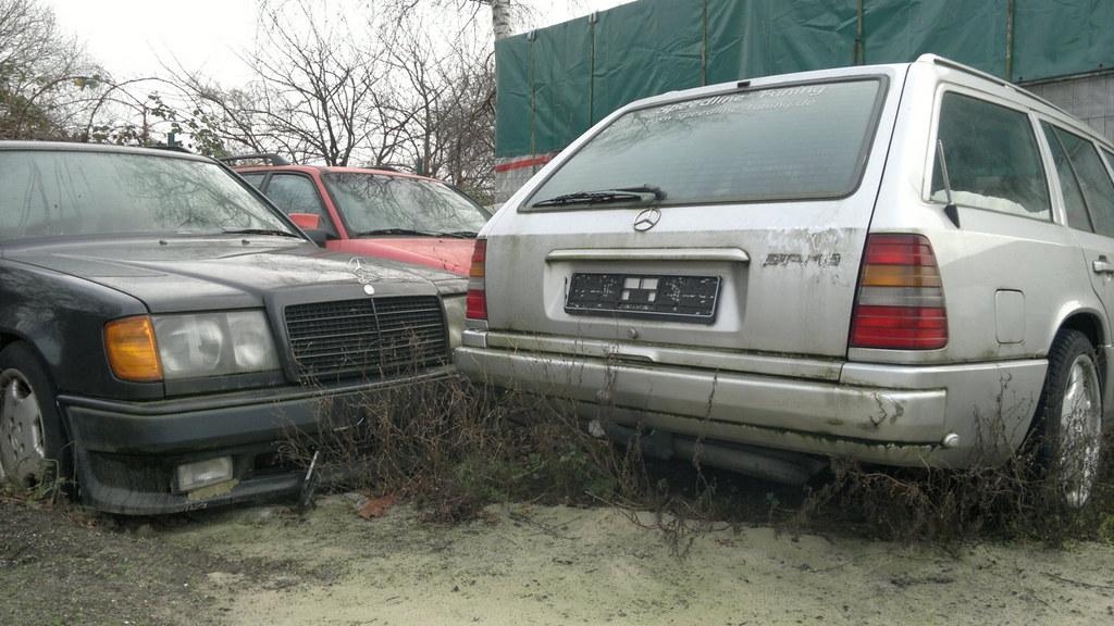 Mercedes-Benz Estate, 1x AMG, 1xBrabus, W124, scrap | Flickr