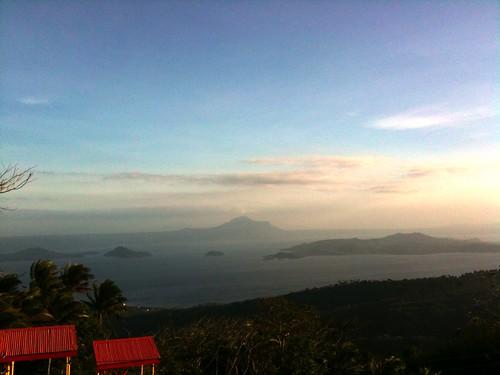 volcano philippines taal luzon tagatay ringoffire volcanoisland gopac