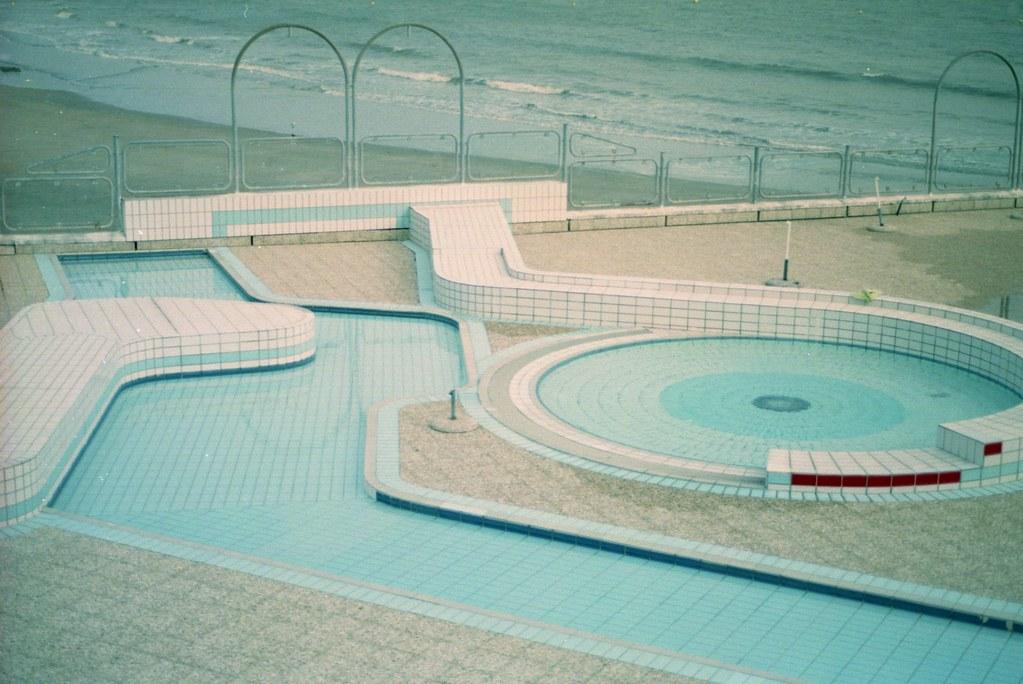 swimming pool # 10 | vndl mag kissing eyes magazine unwirsch ...