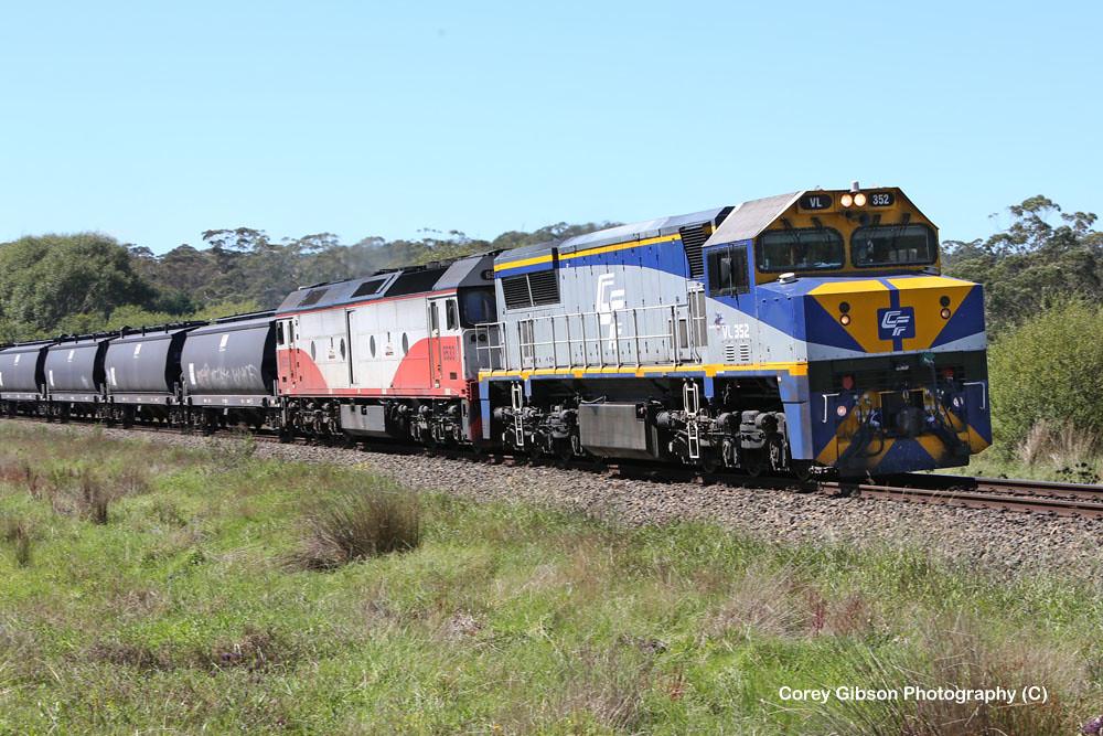 VL352 & G533 empty grain train at Burrawang by Corey Gibson
